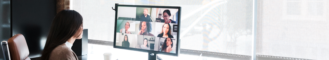 woman-presenting-to-virtual-audience
